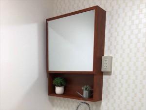 洗面台交換にあわせて鏡も交換しました