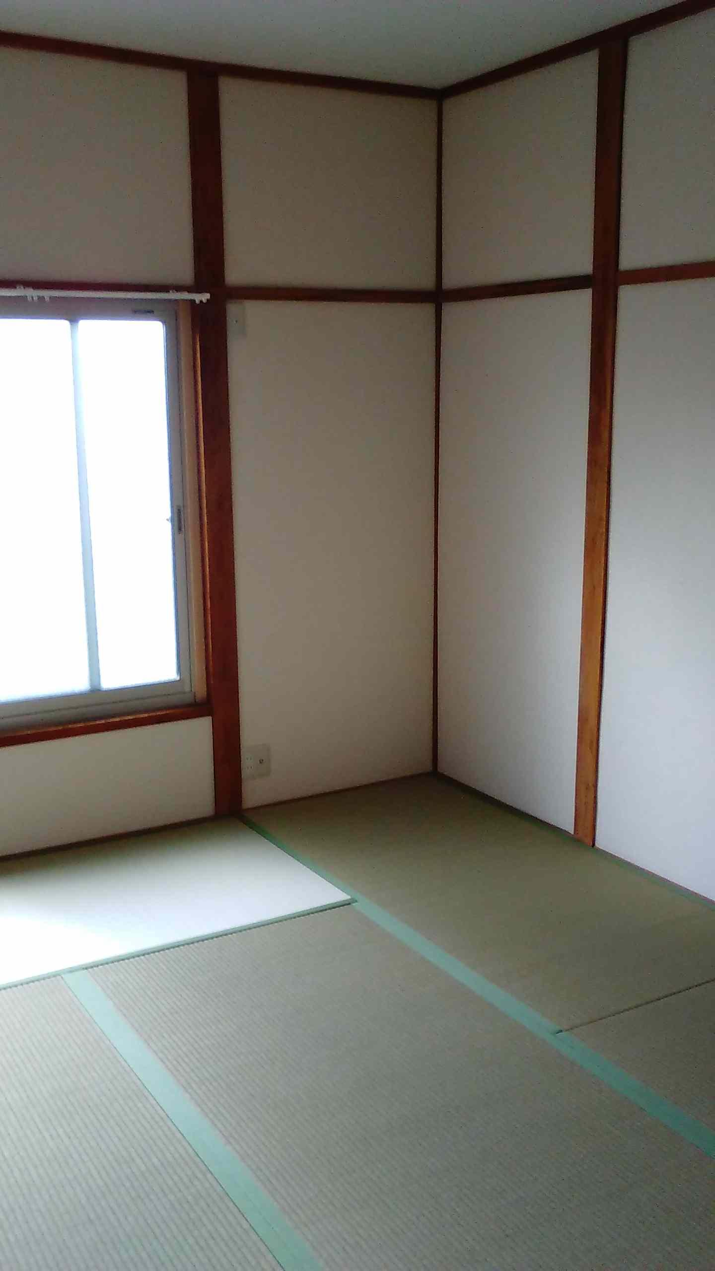 柱が見える和室の壁 和室の天井にクロス 壁紙 を張りました 八尾市